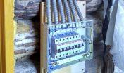 Установка и подключение электрощита в деревянном доме