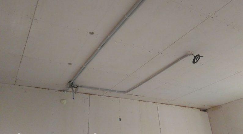 Прокладывание проводки в деревянном доме