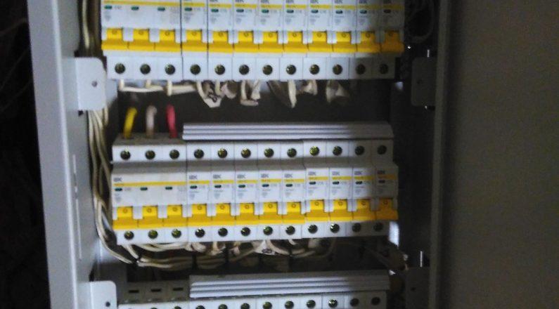 Установка электрощита и щитового оборудования в зданиях