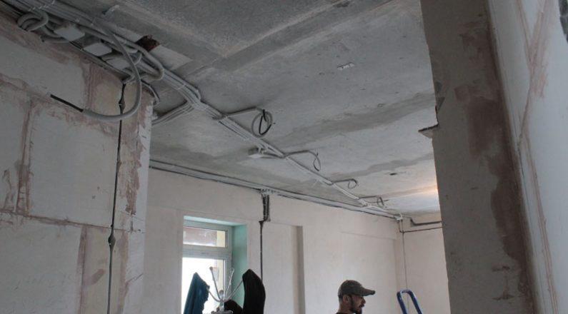 Разводка проводки по потолку в квартире